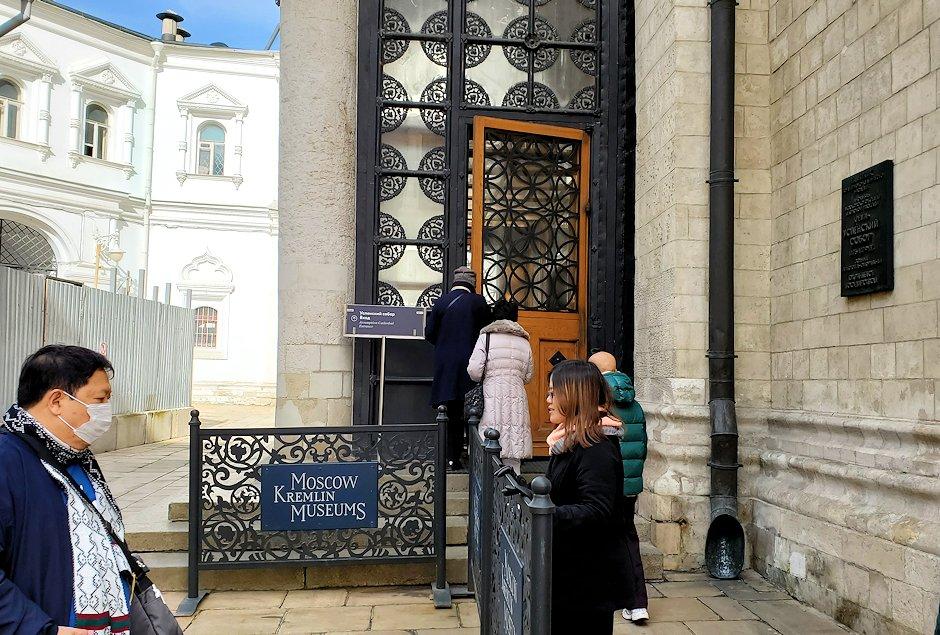モスクワのクレムリン内にあるロシア正教のウスペンスキー大聖堂の入口
