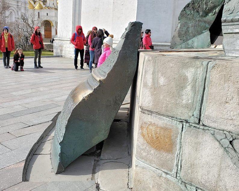 モスクワのクレムリン内にある、「鐘の皇帝(ツァーリ・コロコル)」のかけら