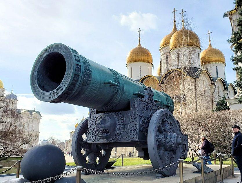 モスクワ:クレムリン内に置かれている大砲の皇帝