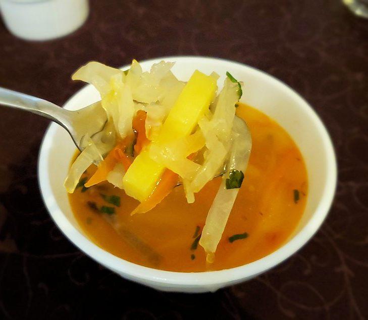 【レストラン】コレソ・ヴレメニで出てきた、温かいスープに入っていた具