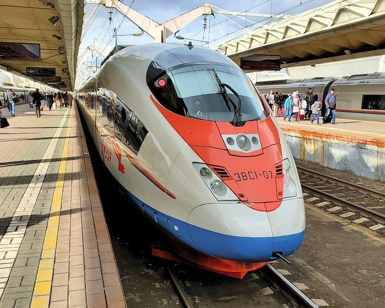 モスクワから出発する特急列車サプサン号