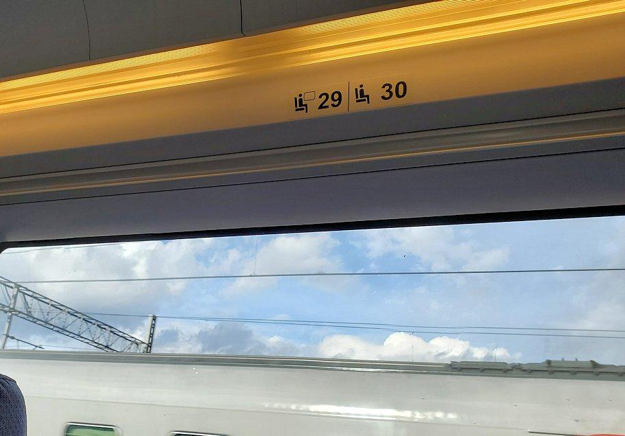 特急列車サプサン内の窓