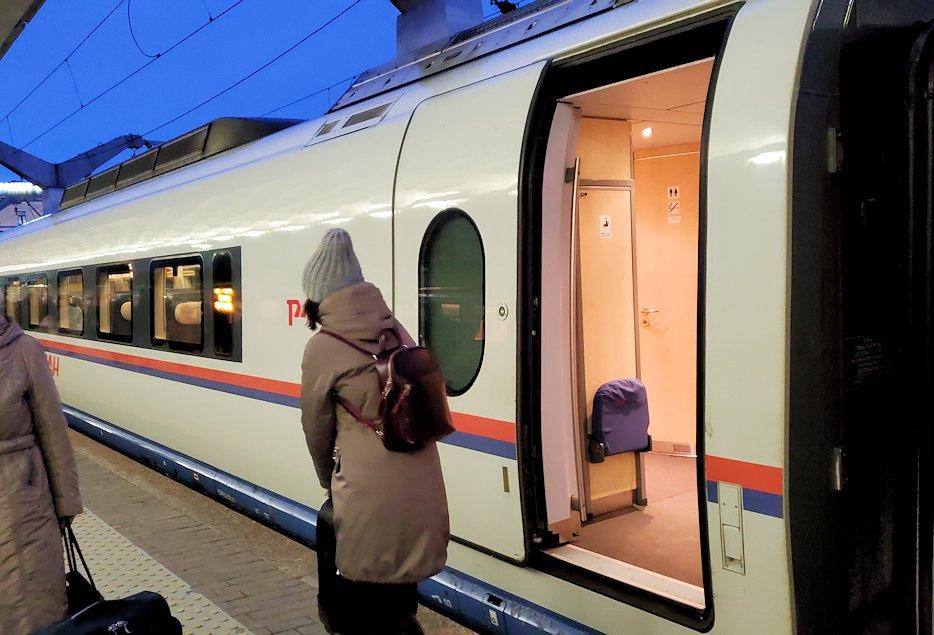 特急列車サプサンでサンクトペテルブルグに到着