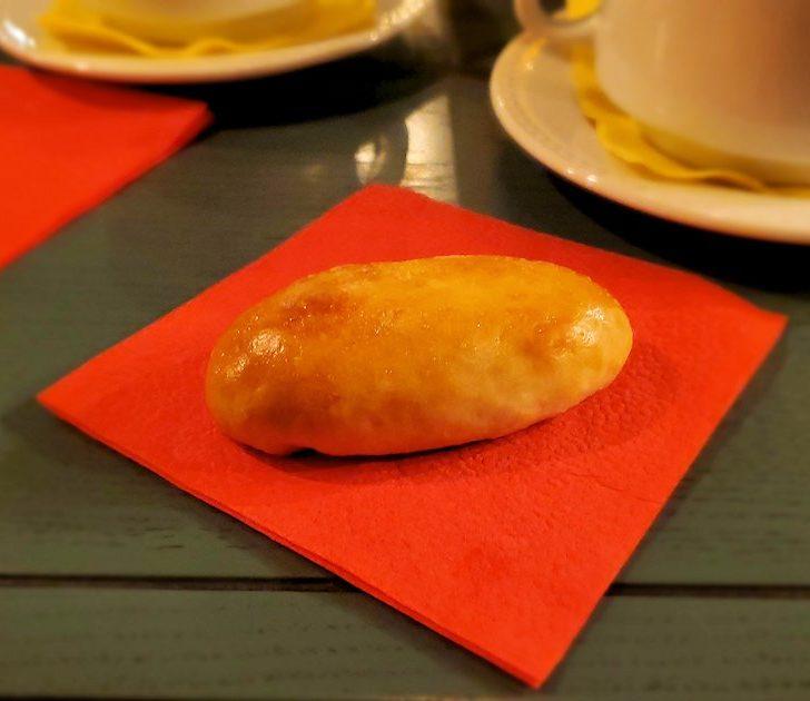【レストラン】L. Brik Restaurant店内で出てきたピロシキ
