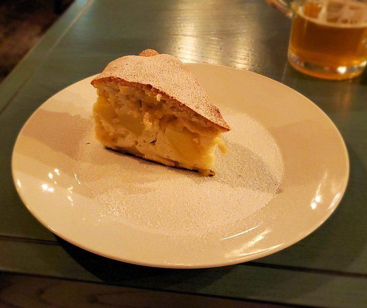 【レストラン】L. Brik Restaurantで出てきたリンゴケーキ