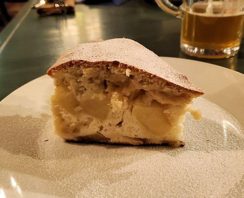 【レストラン】L. Brik Restaurantで出てきたリンゴケーキ-2