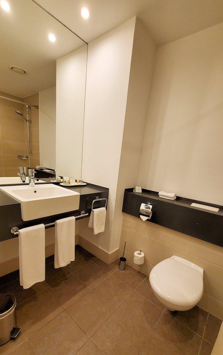 サンクトペテルブルクでにあるホリデーインの部屋の、バスルーム