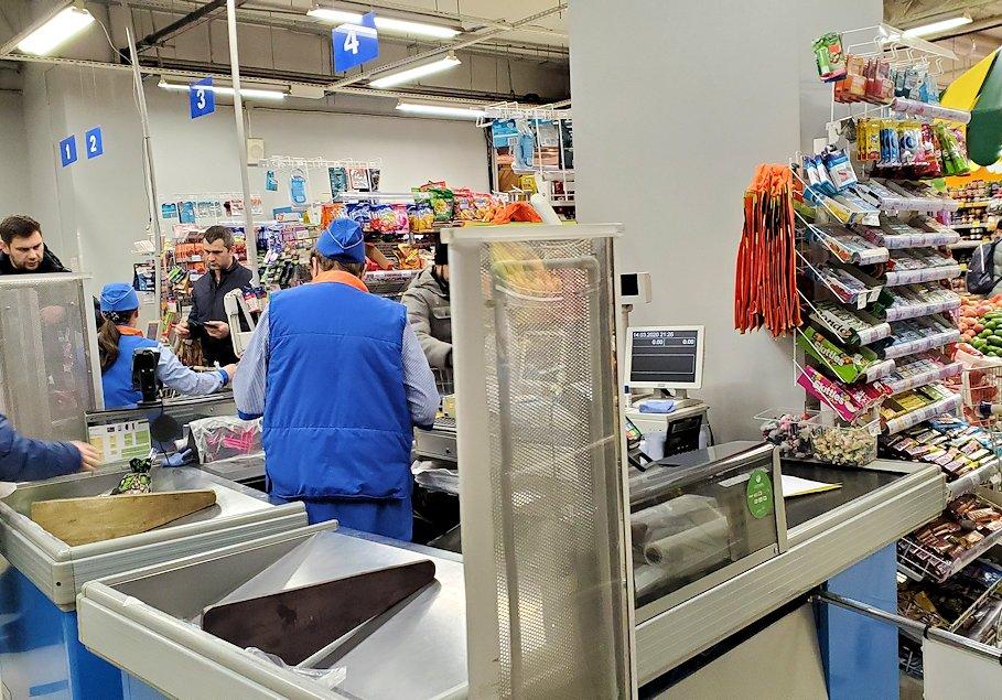 ホリデーイン横のスーパーマーケット店内