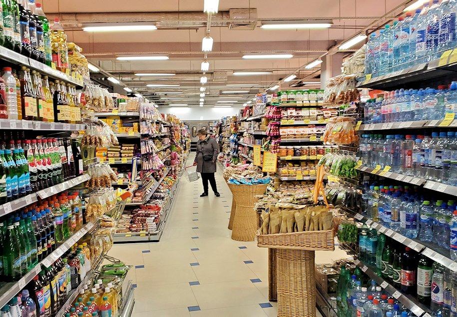 ホリデーイン横のスーパーマーケット店内-2