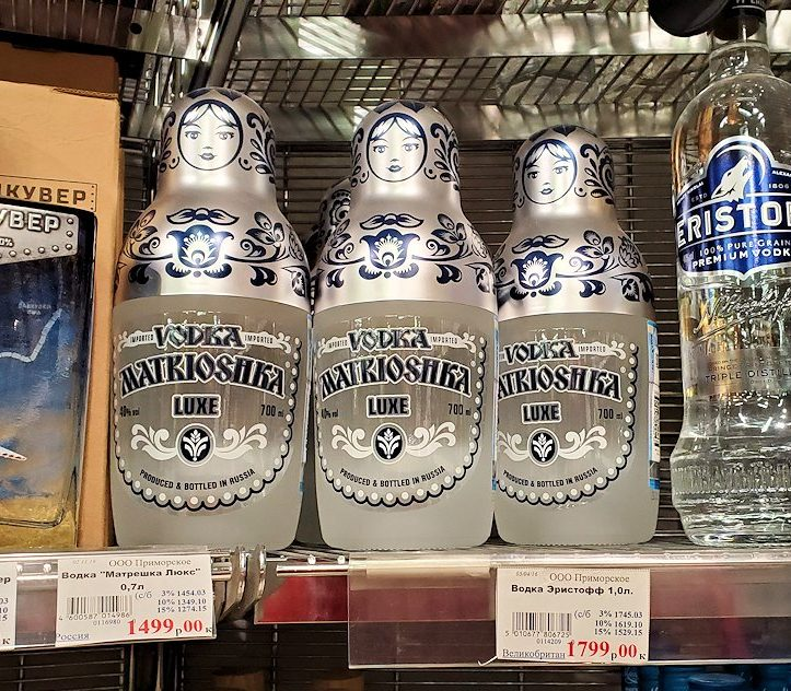 ホリデーイン横のスーパーマーケット店内で売っていたウォッカ