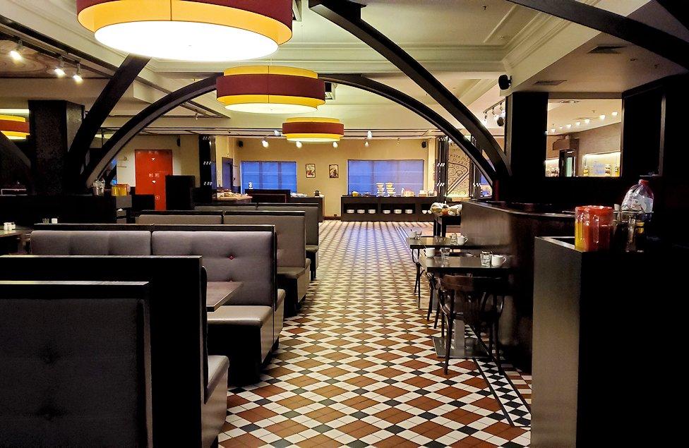 ホリデーイン2階のレストラン会場の様子