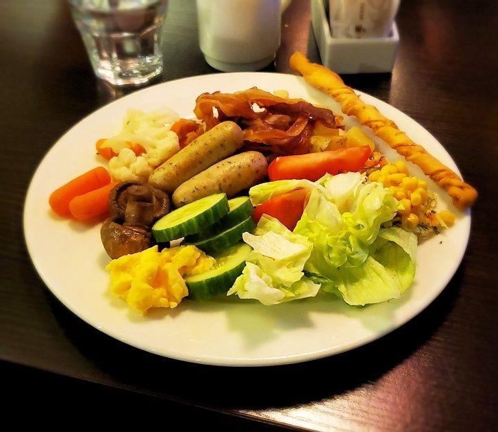 ホリデーイン2階のレストラン会場で食べた料理