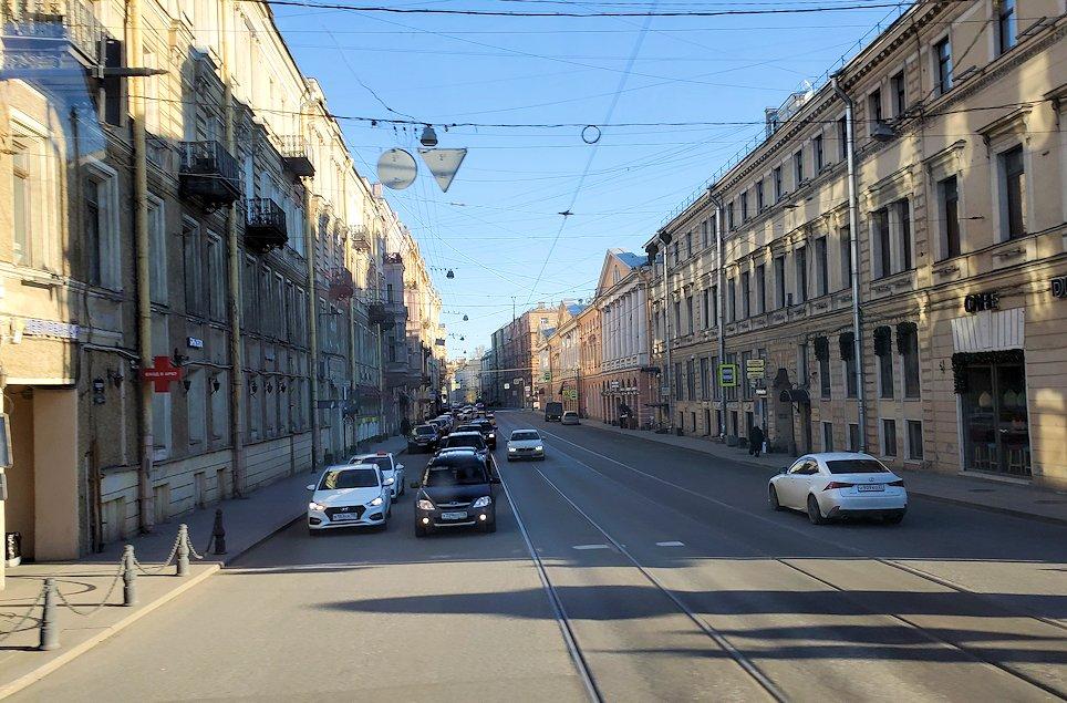 サンクトペテルブルクを進むバスからの景色