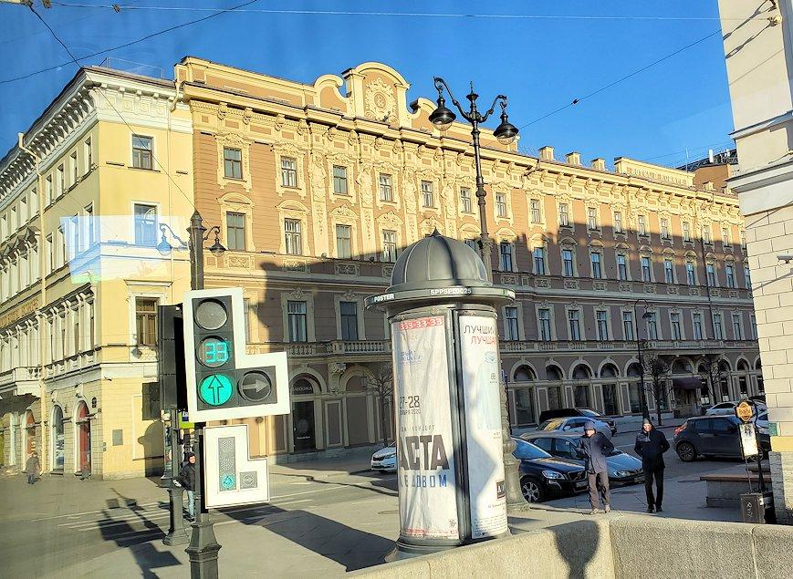 サンクトペテルブルクを進むバスからの景色-2