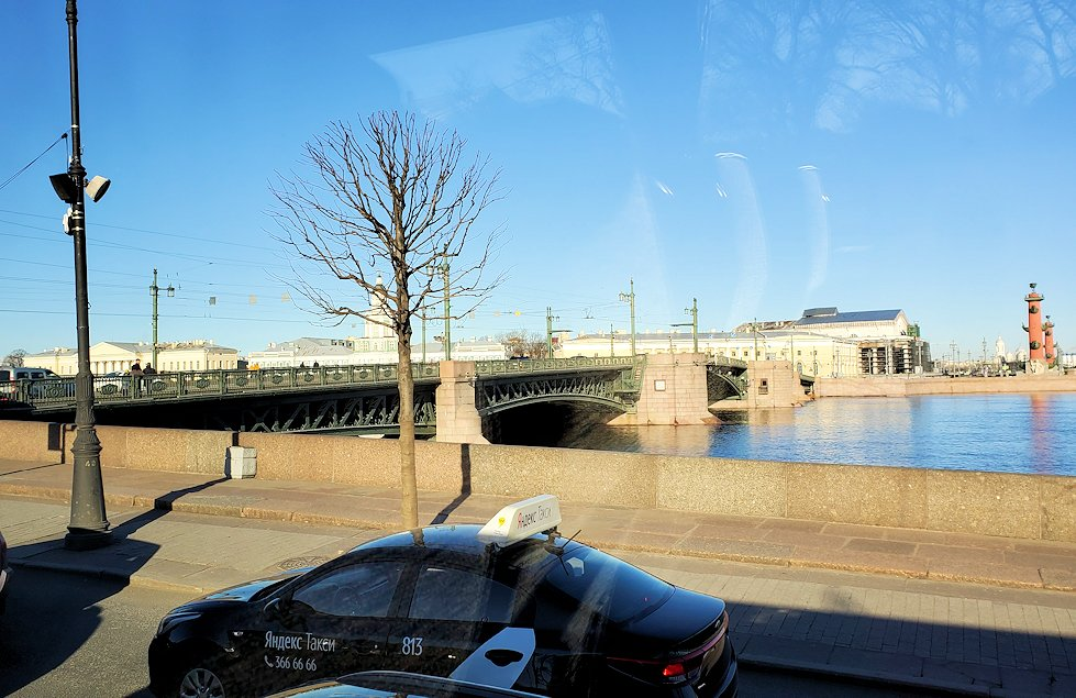 ネヴァ川に架かる橋の景色