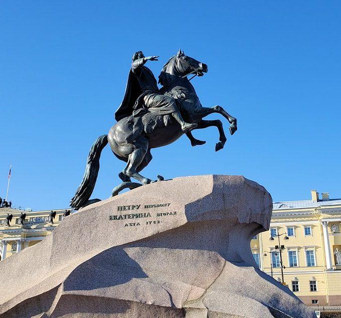 サンクトペテルブルクの元老院広場で見たピョートル大帝像(青銅の騎士像)
