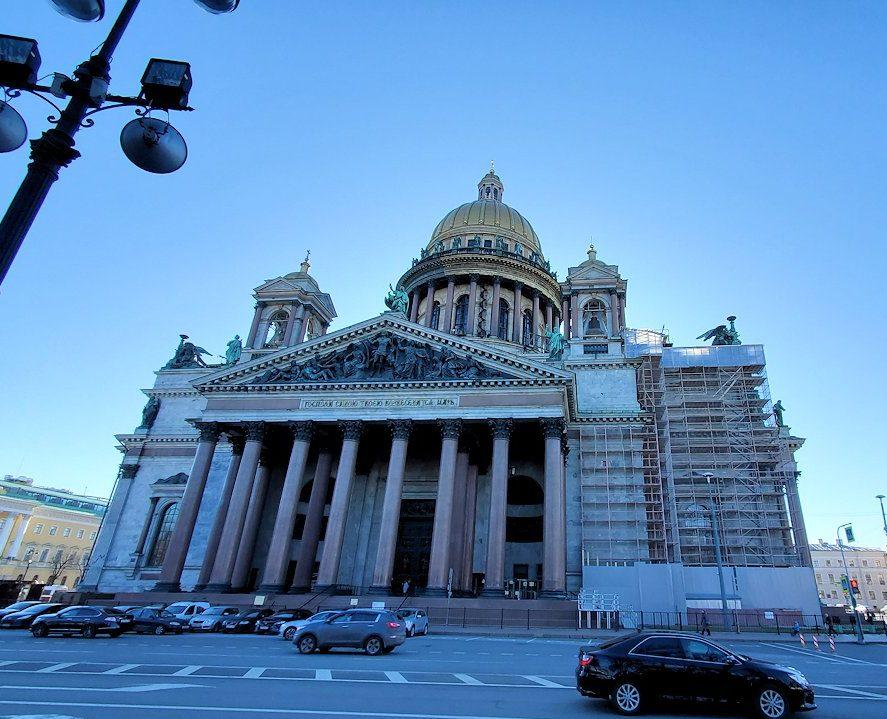 元老院広場周辺にある、大きなイサク大聖堂の正面-2