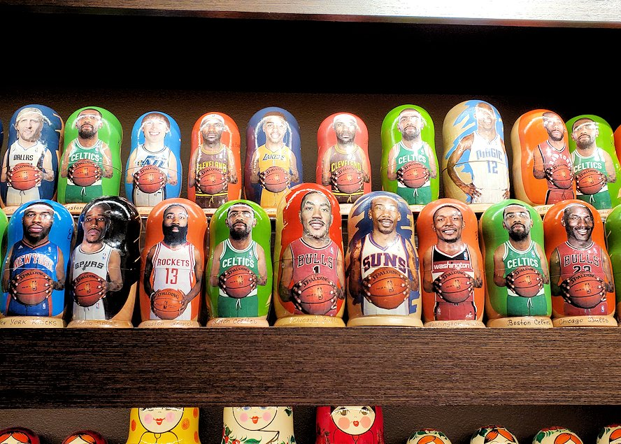 「Pushkin Art Gallery」に置かれていたNBA選手デザインのマトリョーシカ