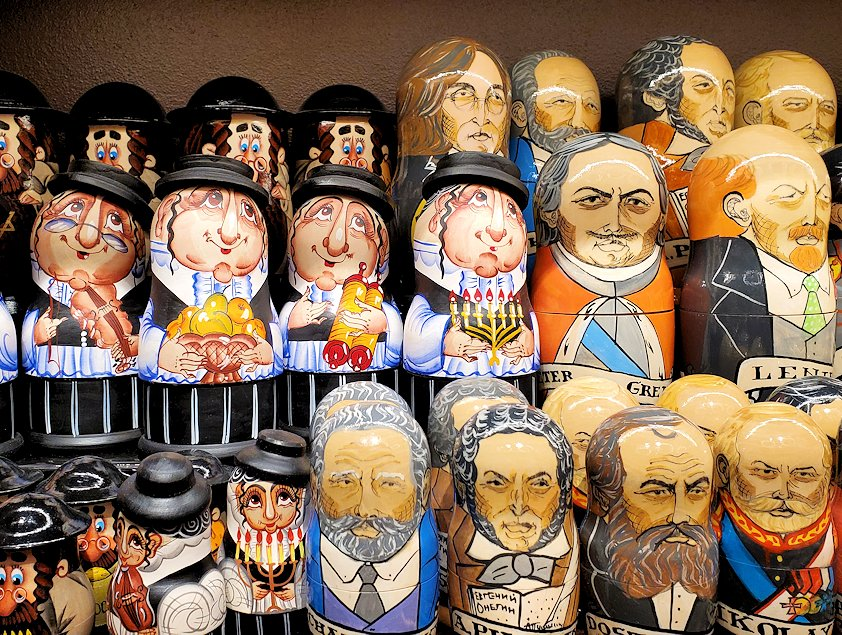 「Pushkin Art Gallery」に置かれていたロシア人やユダヤ人デザインのマトリョーシカ