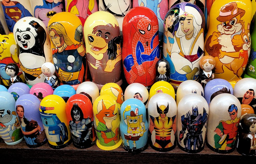 「Pushkin Art Gallery」に置かれていた、アニメキャラクターデザインのマトリョーシカ