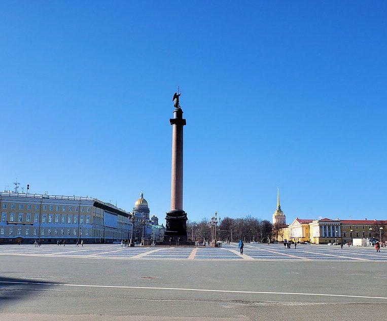 サンクトペテルブルクで「冬宮殿」とも呼ばれるエルミタージュ美術館前の広場に立つ、アレクサンドル1世の柱