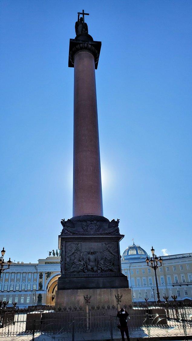 エルミタージュ美術館前にある、アレクサンドル1世の柱