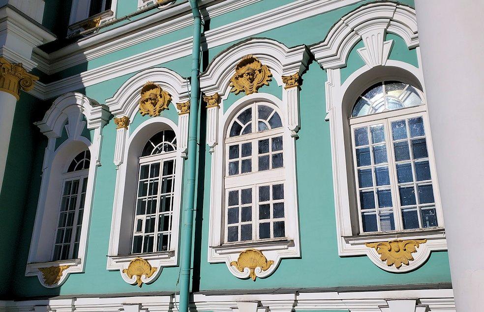エルミタージュ美術館の壁と窓