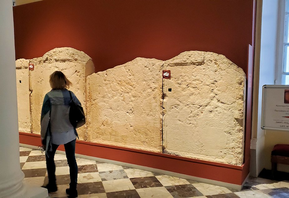 エルミタージュ美術館に入った入口に展示されていたもの-1