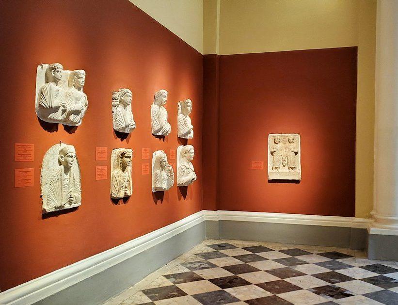 エルミタージュ美術館に入った入口に展示されていたもの-3