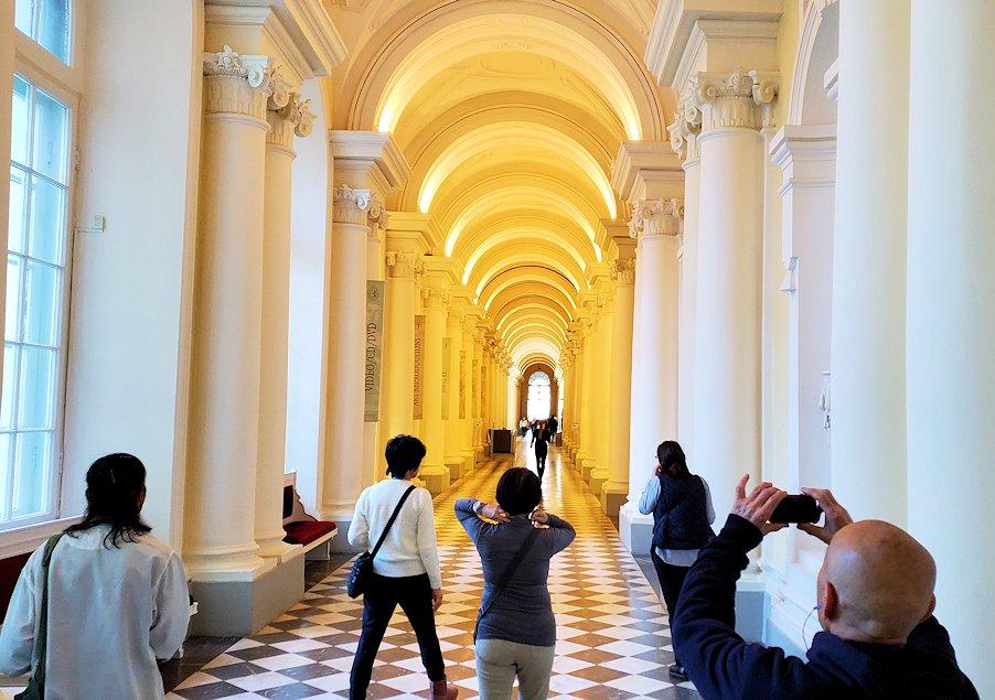 エルミタージュ美術館1階の通路