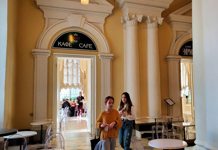 エルミタージュ美術館1階にあるカフェ