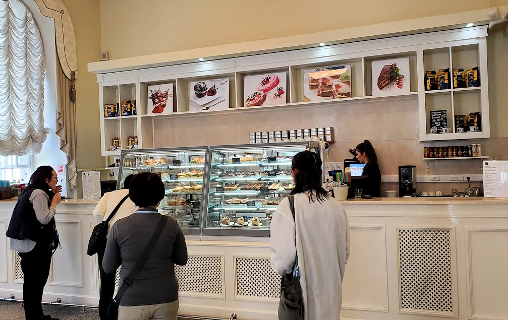 エルミタージュ美術館1階にあるカフェに入る