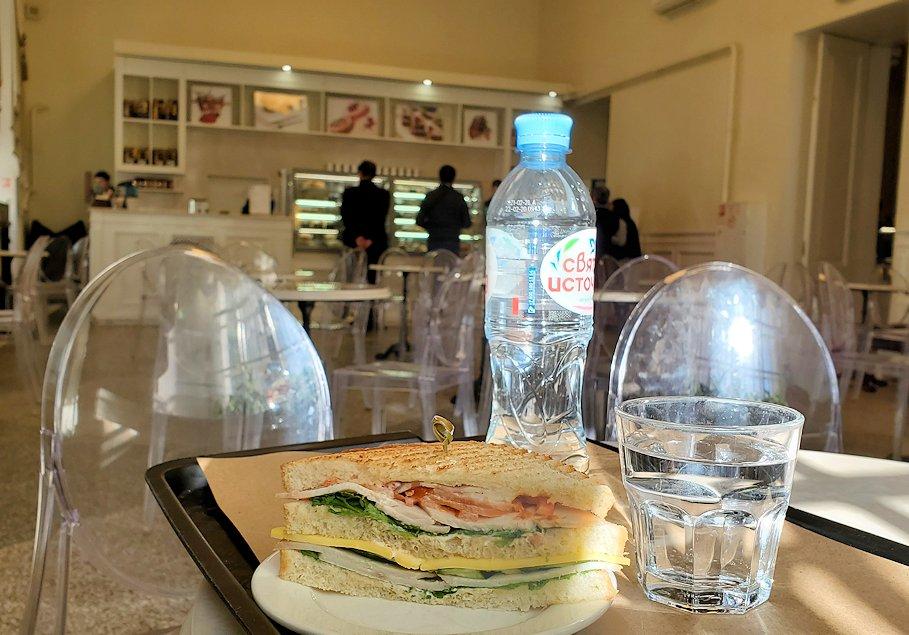エルミタージュ美術館1階にあるカフェで食べたサンドイッチ-2