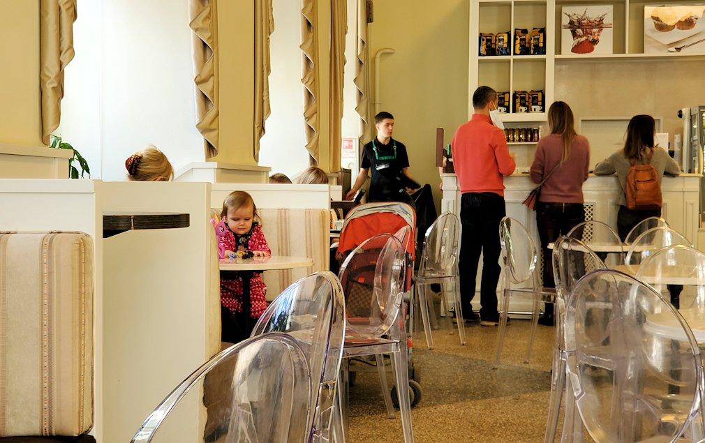 エルミタージュ美術館1階にあるカフェの様子-2