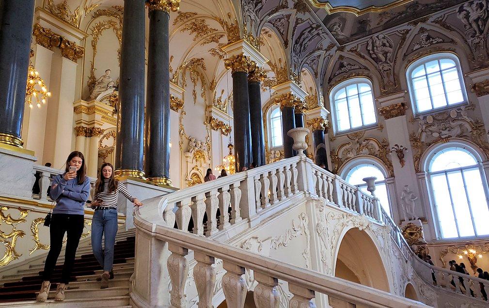 エルミタージュ美術館の「大使の階段」を登る