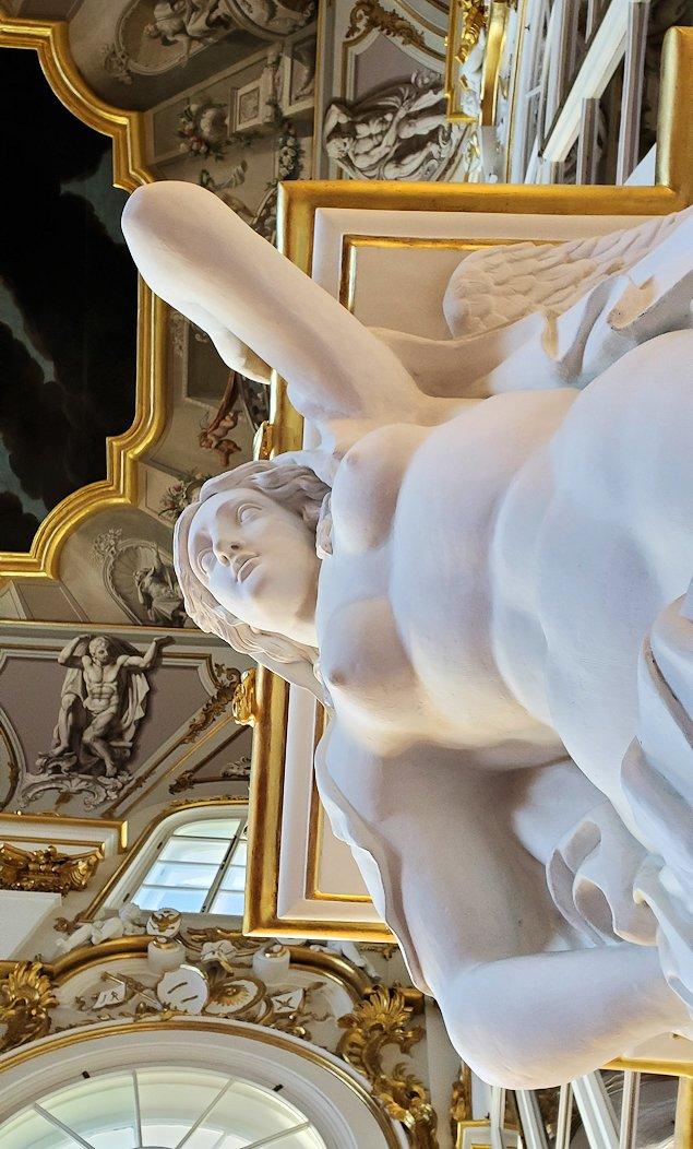 エルミタージュ美術館の「大使の階段」に飾られていた女性の裸体像