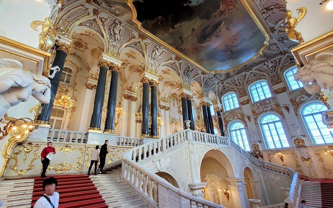 エルミタージュ美術館の「大使の階段」の装飾