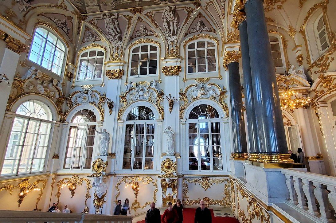 エルミタージュ美術館の「大使の階段」の装飾-2