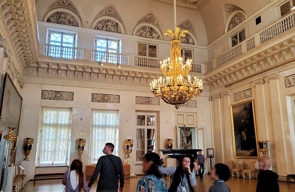 エルミタージュ美術館2階の「元帥の間」へと進む
