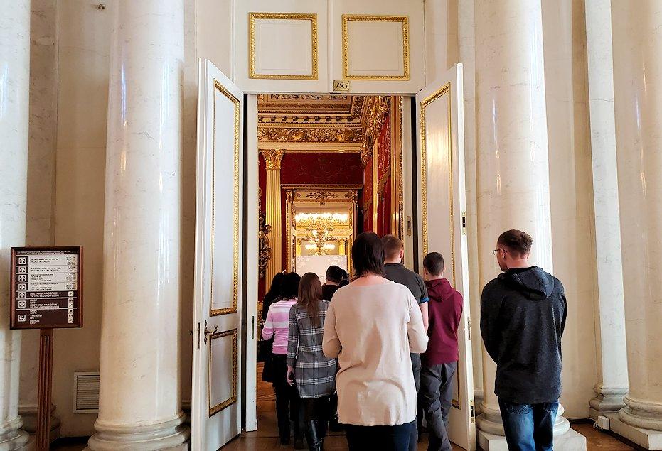 エルミタージュ美術館2階の「元帥の間」の見学終了
