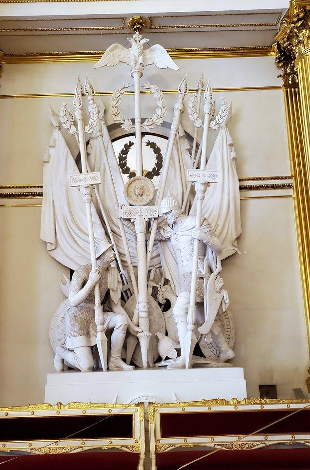 エルミタージュ美術館2階の「紋章の間」に置かれている戦士の像