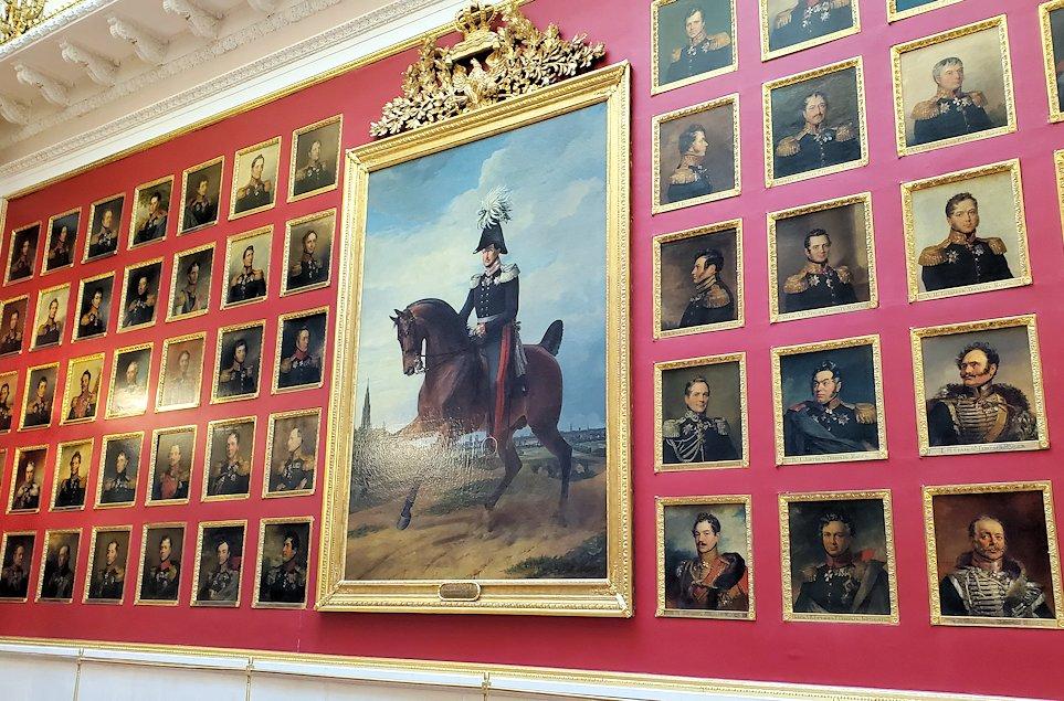 エルミタージュ美術館2階の「1812年祖国戦争ギャラリー」に入る-2
