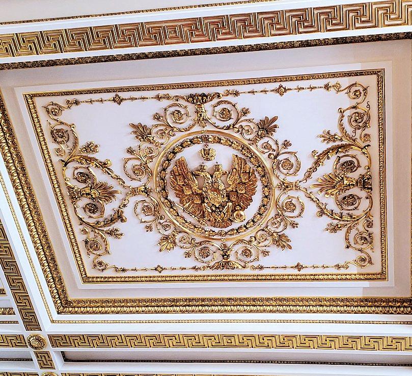 エルミタージュ美術館2階の「ゲオルギウスの間(大玉座の間)」の天井