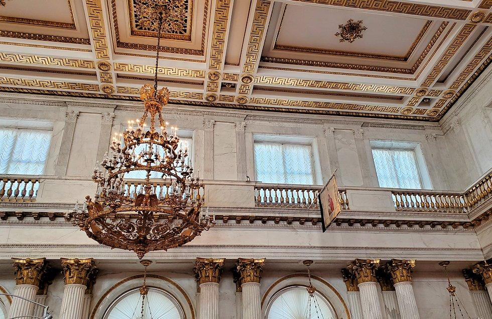 エルミタージュ美術館2階の「ゲオルギウスの間(大玉座の間)」の天井-1