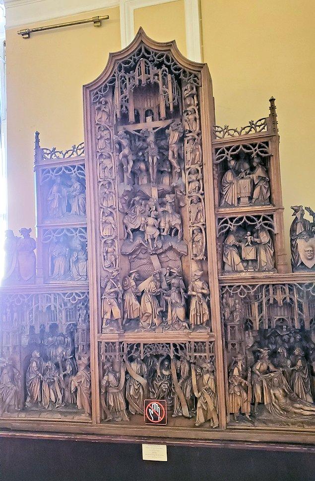 エルミタージュ美術館の「15~16世紀のネーデルランドの間」に置かれていた美術品