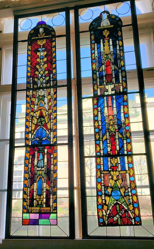 エルミタージュ美術館の「15~16世紀のネーデルランドの間」のステンドグラス