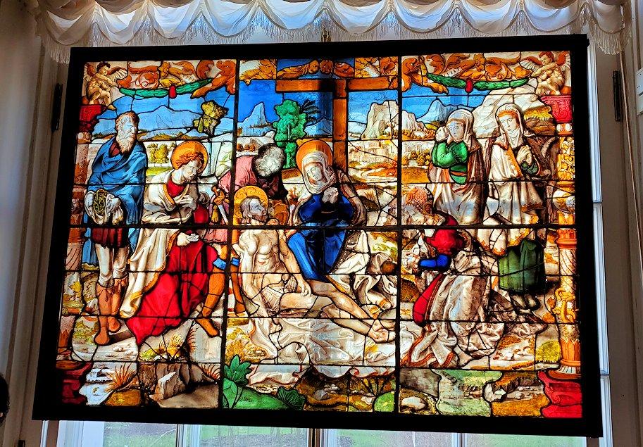 エルミタージュ美術館の「15~16世紀のネーデルランドの間」に飾られているステンドグラス-1