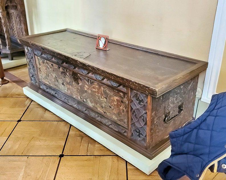 「15~16世紀のネーデルランドの間」に飾られている、嫁入り道具箱