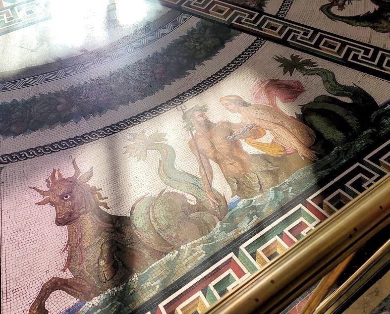 エルミタージュ美術館の「パヴィリオンの間」の床にあったモザイク画