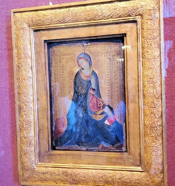 エルミタージュ美術館の「初期イタリア・ホール」に飾られている『受胎告知の聖女』(Saint Luke Drawing the Virgin)